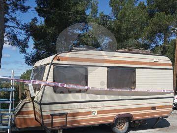 La caravana donde vivía el último mendigo asesinado en Barcelona