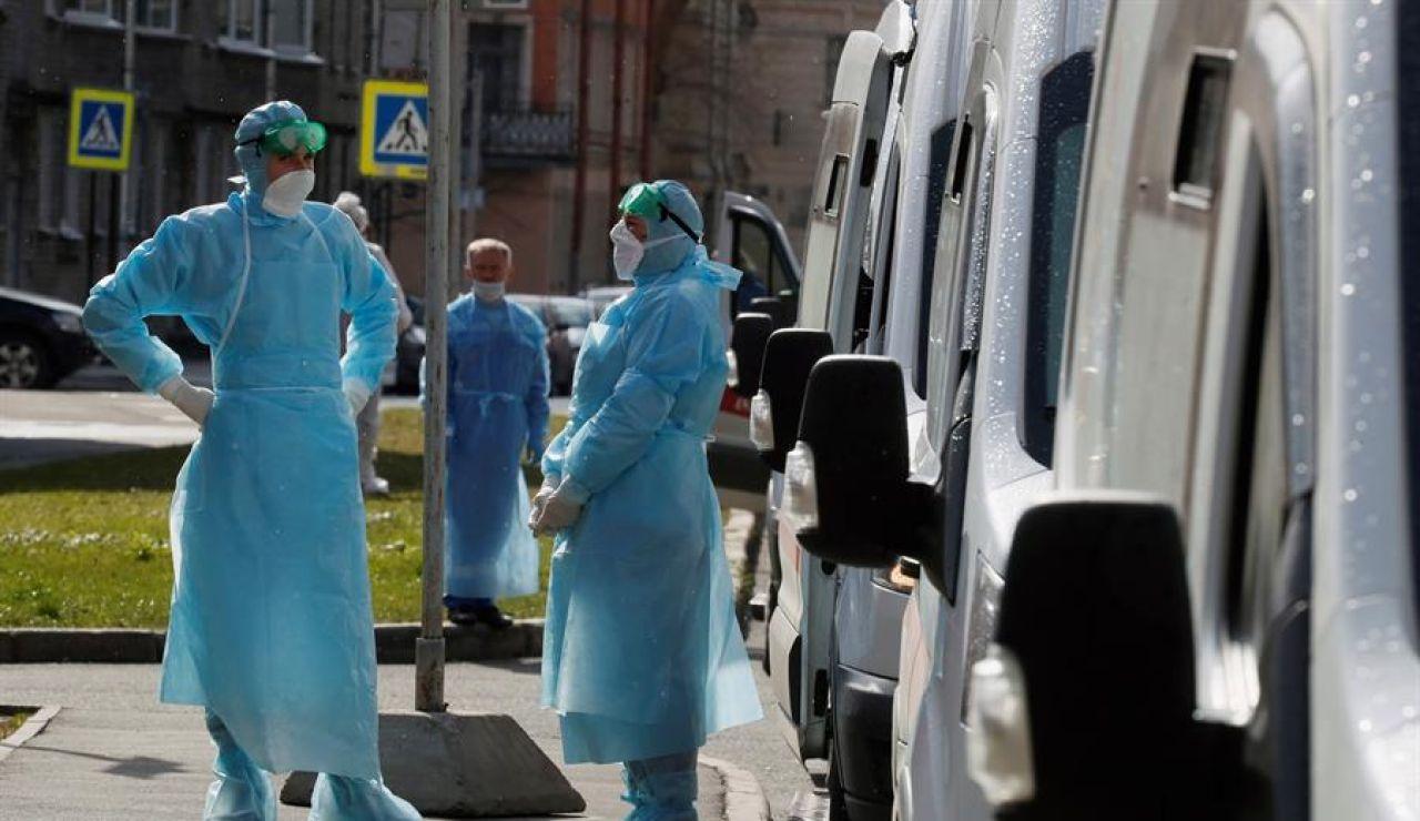 Médicos trabajando en la lucha contra el coronavirus