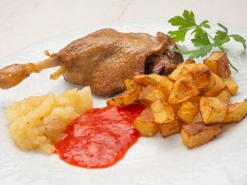 Confit de pato con patatas fritas en su grasa