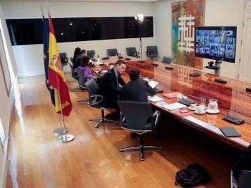 A3 Noticias 2 (29-04-20) Las comunidades dudan del plan de desescalada del Gobierno y critican conocerlo por televisión