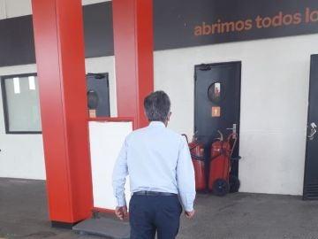 Miguel Ángel Revilla, durante una parada en una gasolinera camino a Madrid