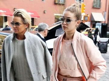 Gigi Hadid y su madre Yolanda Hadid