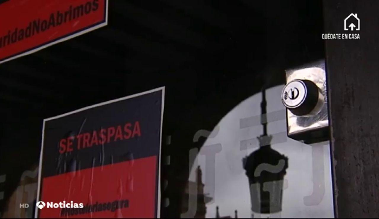 Los hosteleros de Salamanca cuelgan carteles de 'Se traspasa' como protesta contra la desescalada del coronavirus