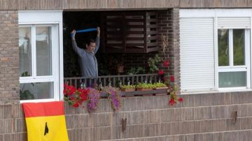 Un vecino de Zaragoza haciendo ejercicio