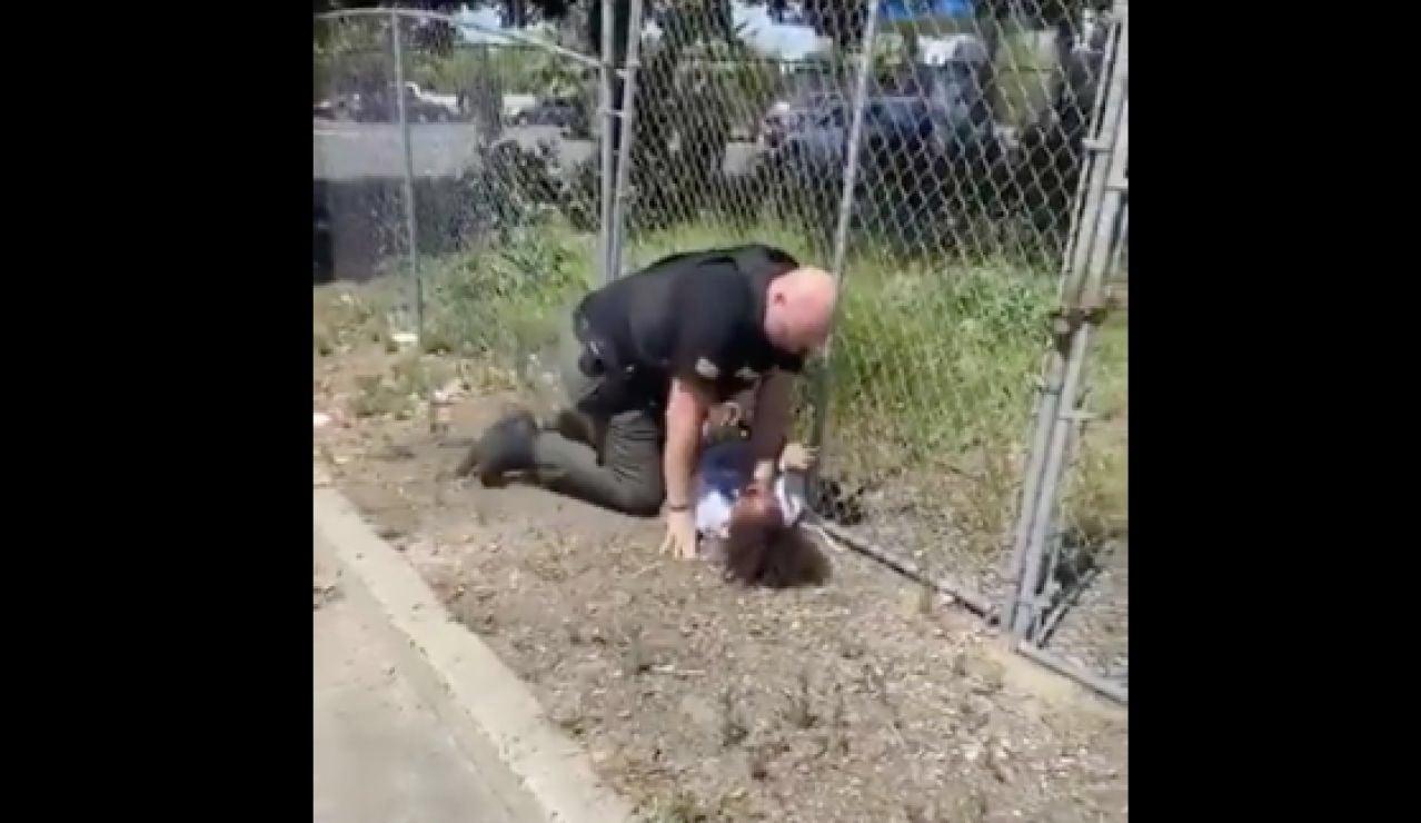 Un Policía de California propina una paliza a un menor