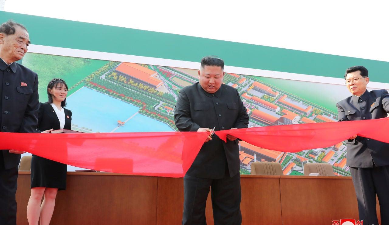 Kim Jong-Un reaparece tras tres semanas ausente