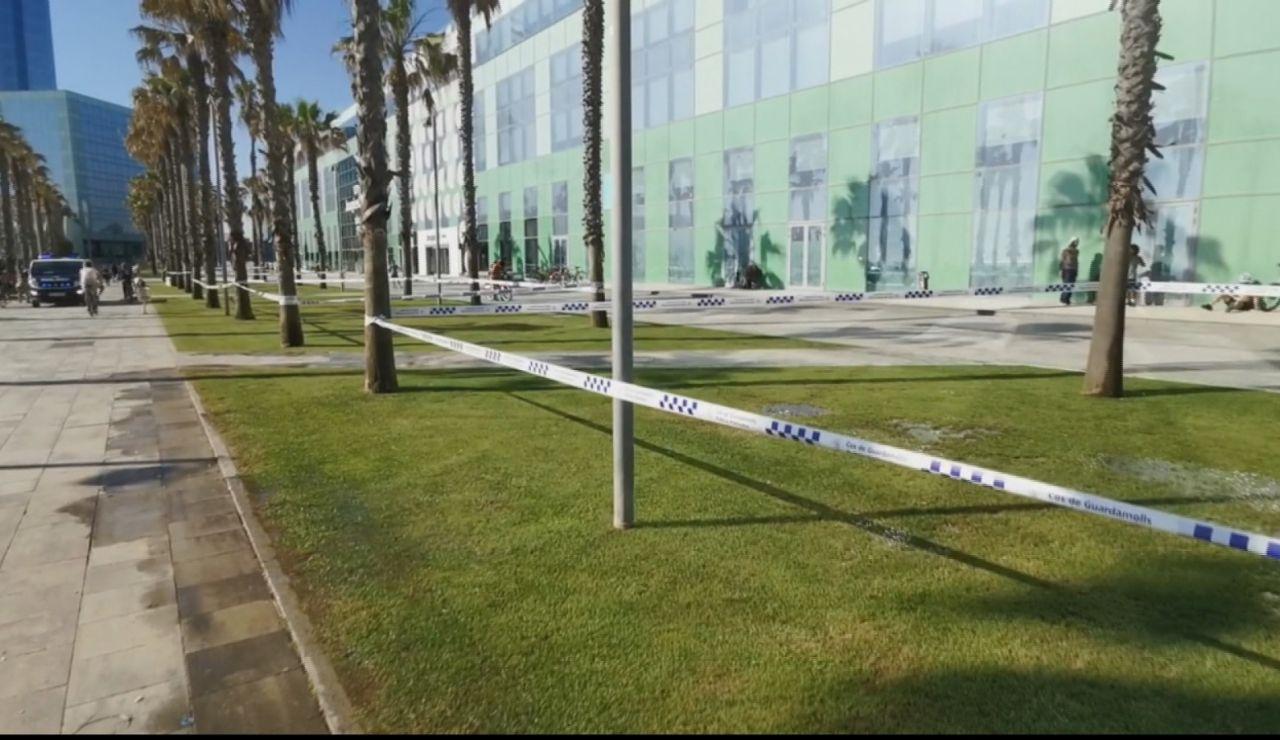 Precintan los jardines de la Barceloneta para evitar aglomeraciones de deportistas por coronavirus