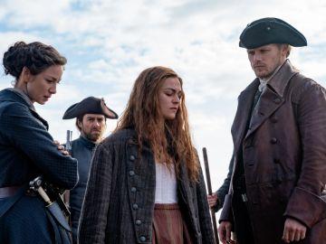 Bianna, Claire, Roger y Jamie Fraser en la temporada 5 de 'Outlander'