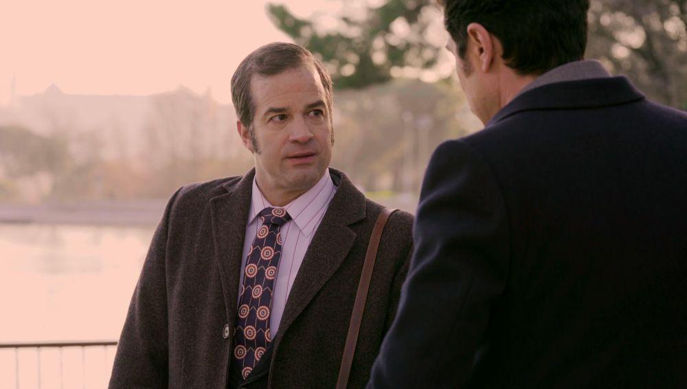 David teme por su futuro al estar atrapado por el chantaje de Armando