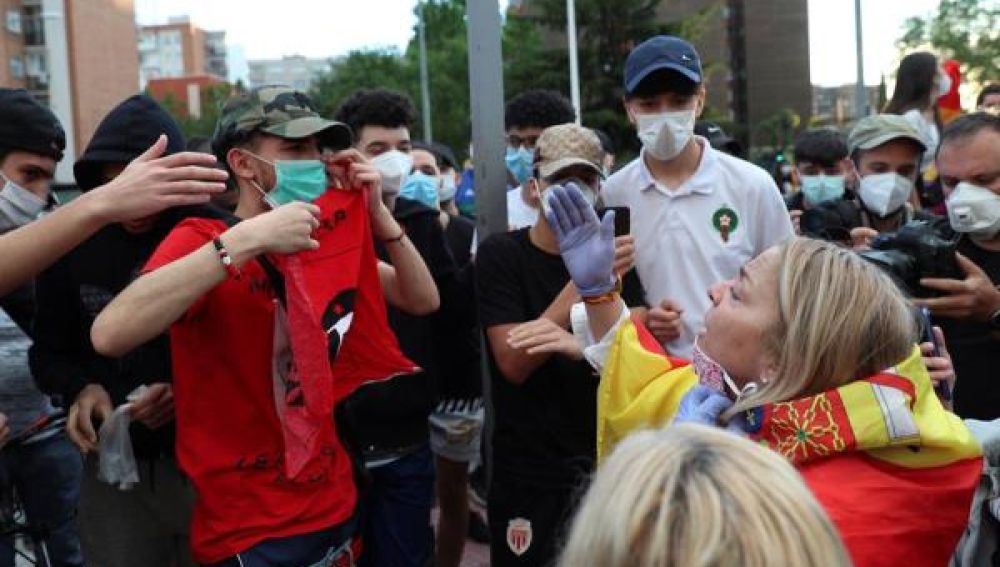 Coronavirus Madrid: Tensión en Alcorcón durante las caceroladas contra el Gobierno