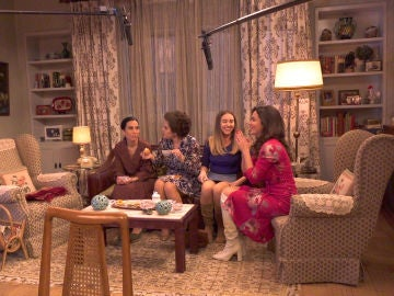 Descubre cómo se grabó la divertida secuencia de Manolita, Benigna, Luisita y Amelia viendo 'El secreto de Puente Viejo'