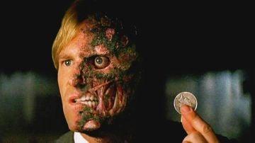 Aaron Eckhart es Dos Caras en 'El Caballero Oscuro'