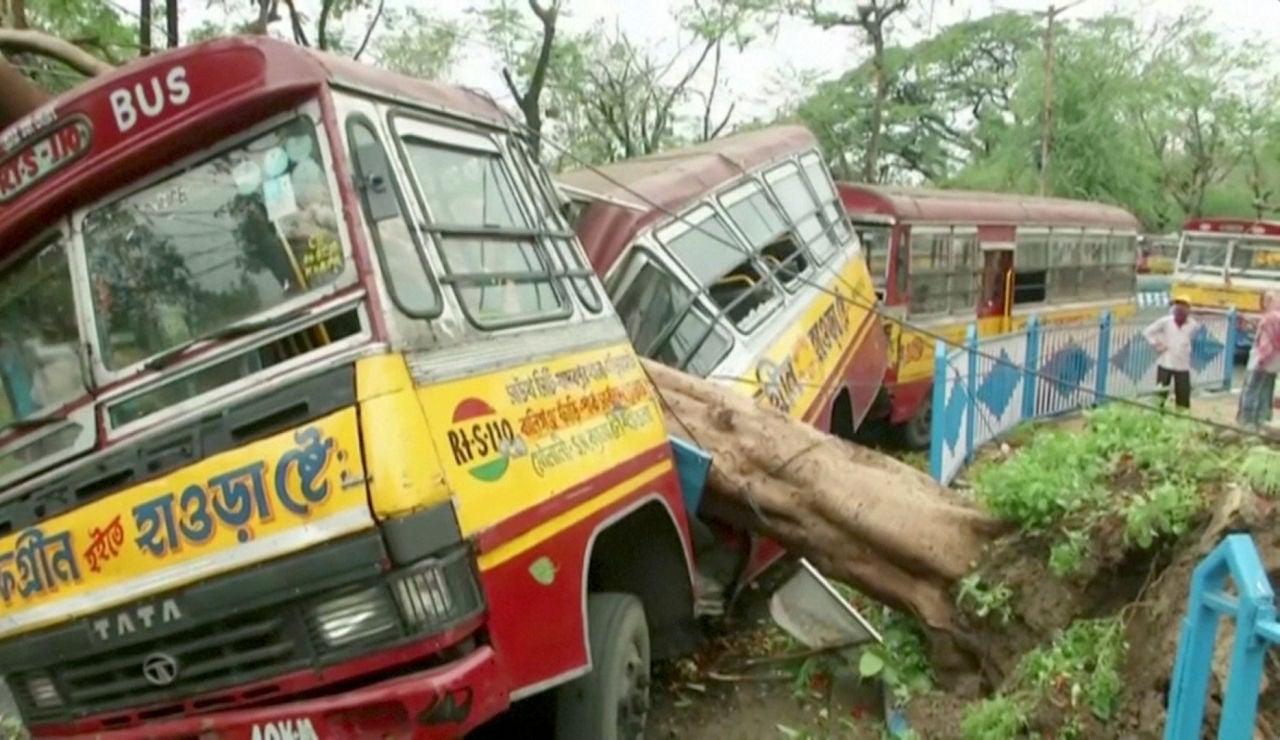 El ciclón Amphan azota con fuerza India y Bangladesh