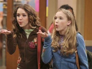 Miley Cyrus y Emily Osment en 'Hannah Montana'