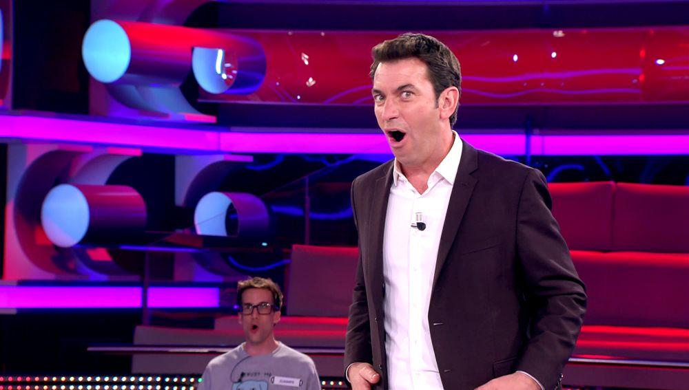 El tremendo zasca de una concursante a Arturo Valls tras uno de sus chistes en '¡Ahora caigo!'