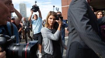 Lori Loughlin ('Padres Forzosos') se declara culpable de soborno a la universidad