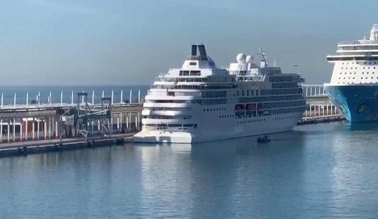 Barco en cuarentena en Barcelona