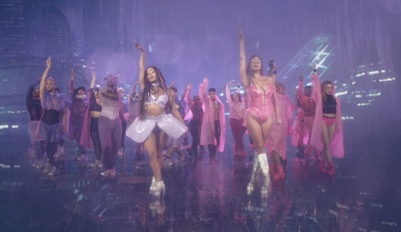 Ariana Grande y Lady Gaga en el vídeo de 'Rain on Me'