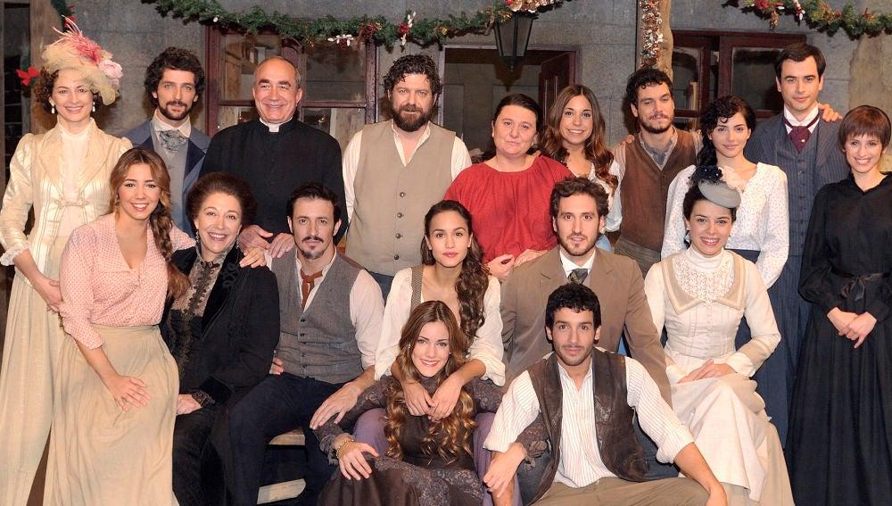 El elenco de 'El secreto de Puente Viejo' en el capítulo 200