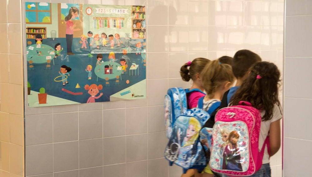 Imagen de archivo de varios niños de primaria