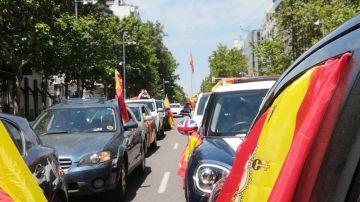 """A3 Noticias Fin de Semana (23-05-20) Miles de manifestantes en coche convocados por Vox colapsan varios puntos de España y piden la dimisión de un """"Gobierno criminal"""""""