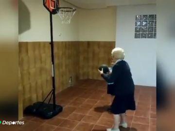 La canasta de una mujer de 100 años con el que alucina el propio Pau Gasol