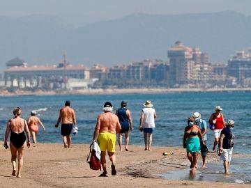 """""""¡De vuelta a Benidorm en julio!"""", así anuncia la prensa británica el regreso del turismo en España tras el coronavirus"""