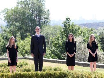 La Familia Real durante el minuto de silencio por las víctimas del Covid-19
