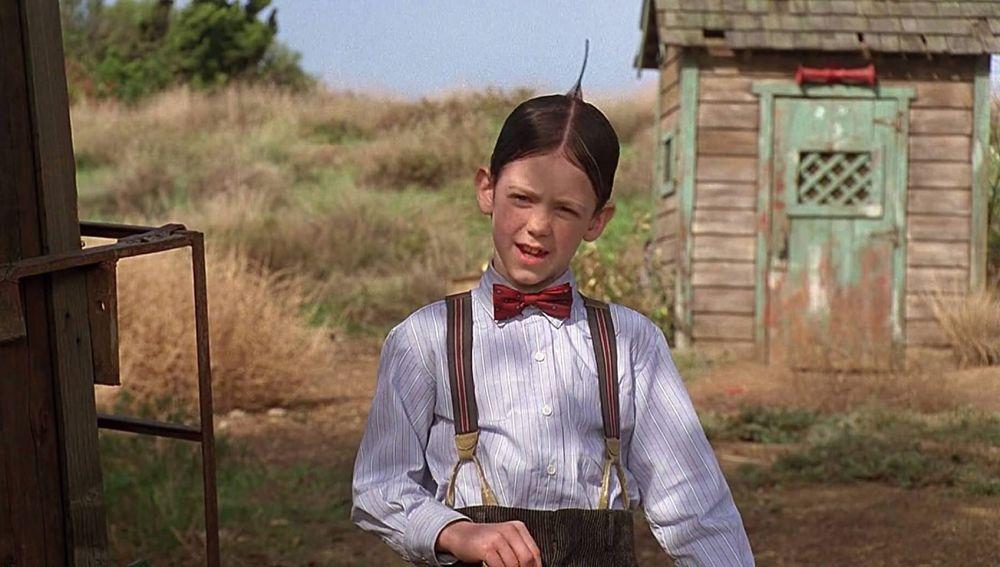 Bug Hall como Alfalfa en 'Una pandilla de pillos'