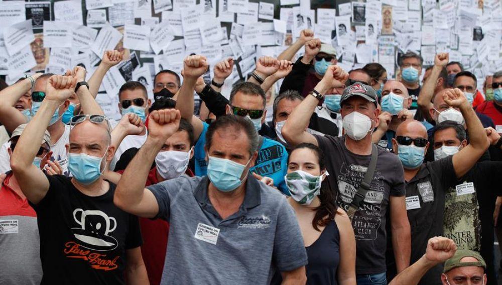 Trabajadores de Nissan protestan en las puertas de los concesionarios de la compañía