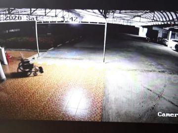 Un fantasma mueve la silla de ruedas