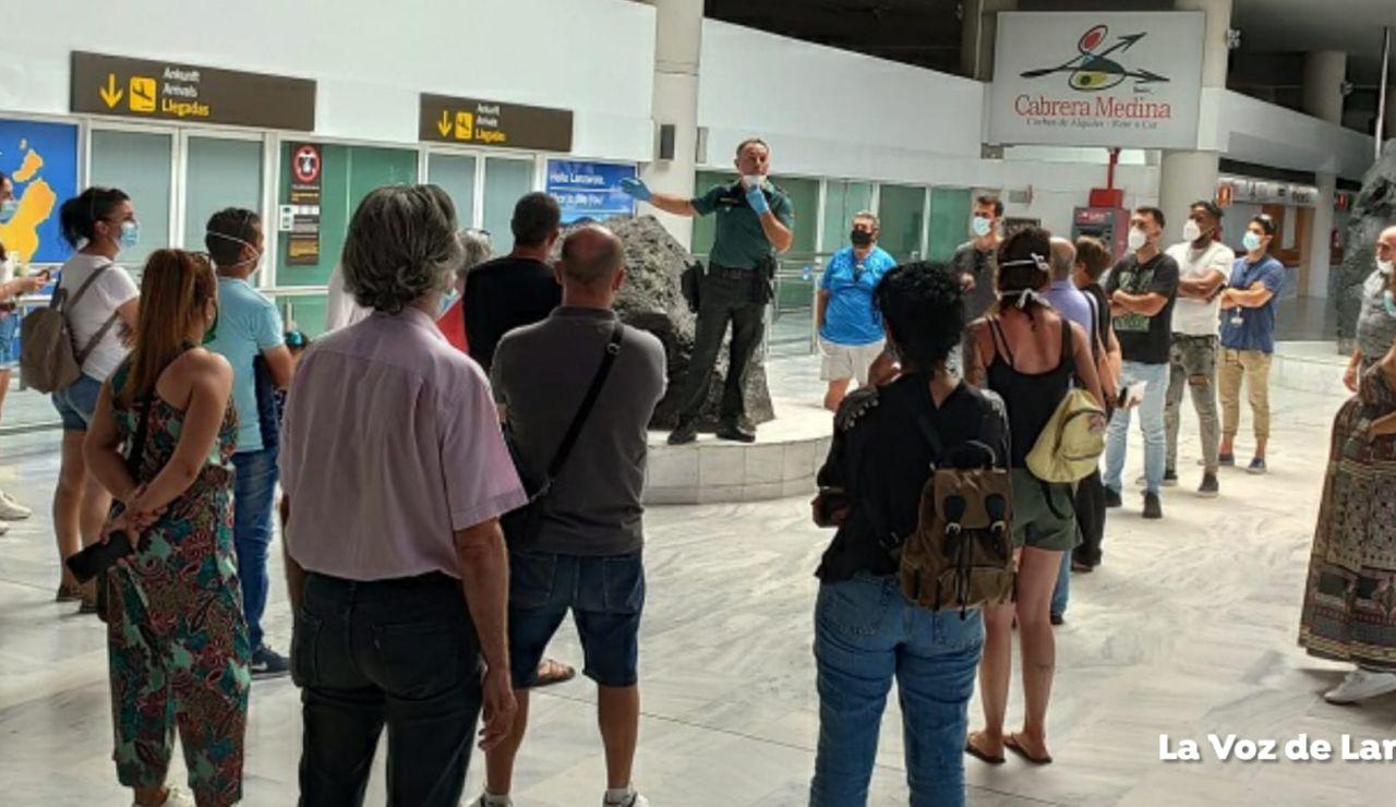 Iberia Express estudia denunciar al pasajero contagiado de coronavirus que viajó de Madrid a Lanzarote