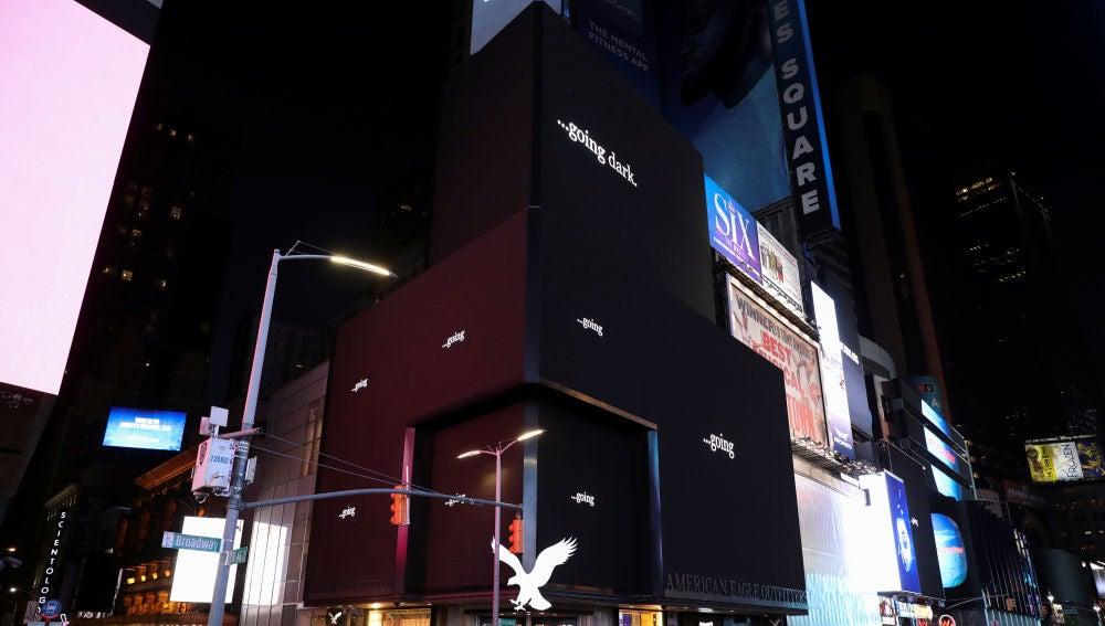 Times Square se apaga para protestar por la falta de ayudas ante el coronavirus