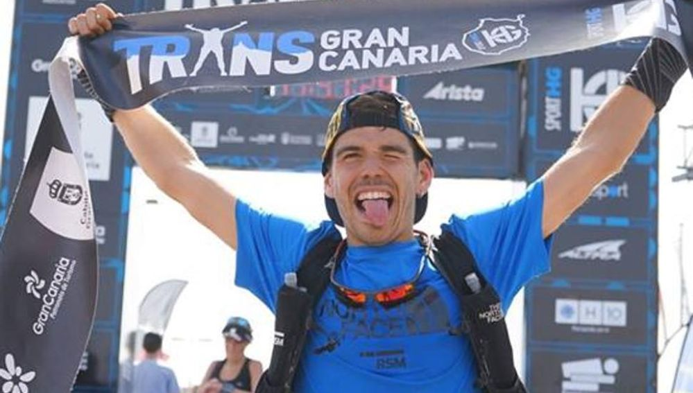 Pau Capell celebra su victoria en la Trans Gran Canaria