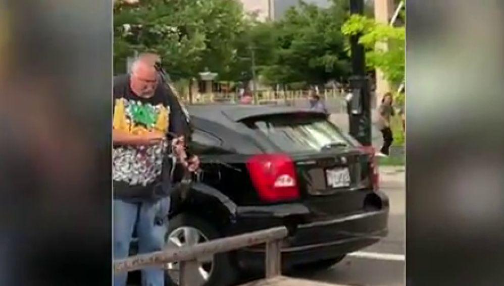 Un hombre dispara con un arco a manifestantes por la muerte de George Floyd y acaba linchado por la multitud