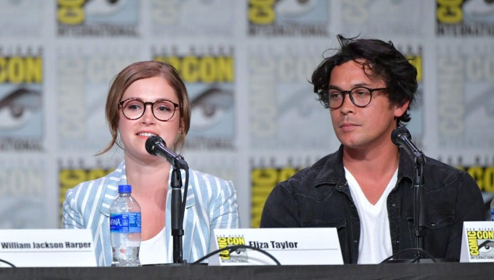 Eliza Taylor y Bob Morley