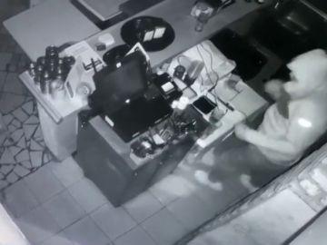 Tres encapuchados roban en un restaurante de Tenerife cerrado por el confinamiento por coronavirus