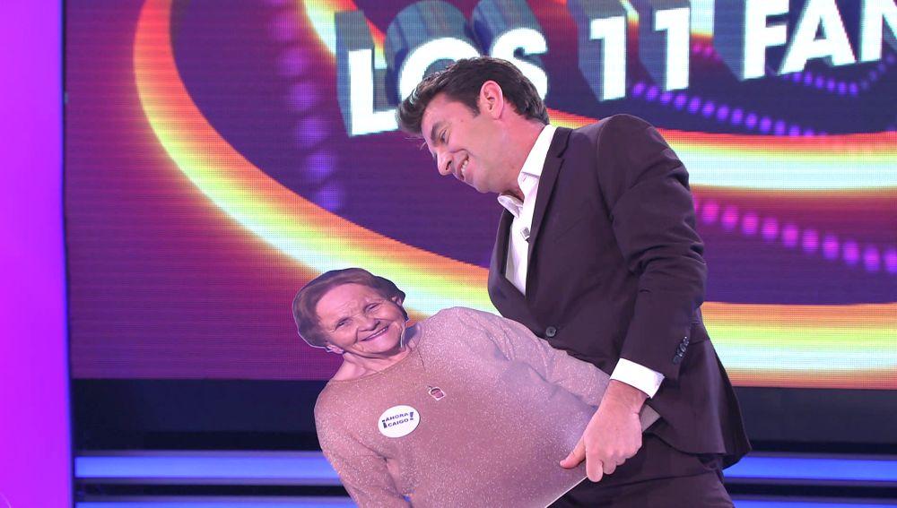 Alguien que te mire como Arturo Valls a Palmira: así baila un mambo con su doble en '¡Ahora caigo!'