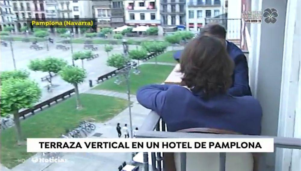 El Hotel 'La Perla', en Pamlona, primero en el mundo en instalar una terraza vertical frente al coronavirus