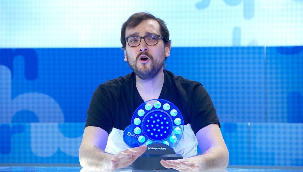 David rasca tres segundos con su pasión contenida por 'Mamy Blue'