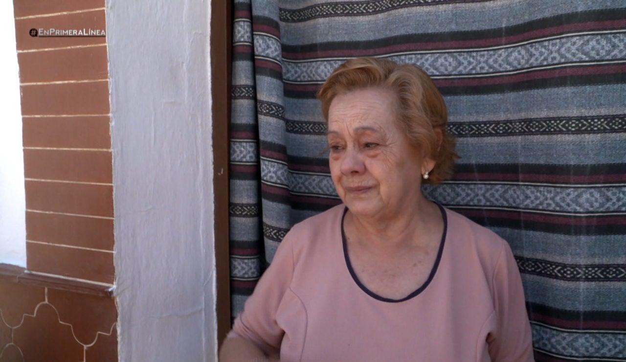 La emoción de una abuela y una nieta al estar a dos metros de distancia y no poder abrazarse