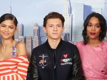 Zendaya, Tom Holland y Laura Herrier en 'SpiderMan'