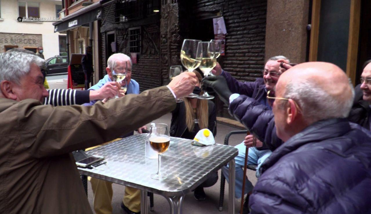 """El nuevo primer brindis entre las cuadrillas tras casi tres meses sin verse: """"¡Por la amistad!"""""""