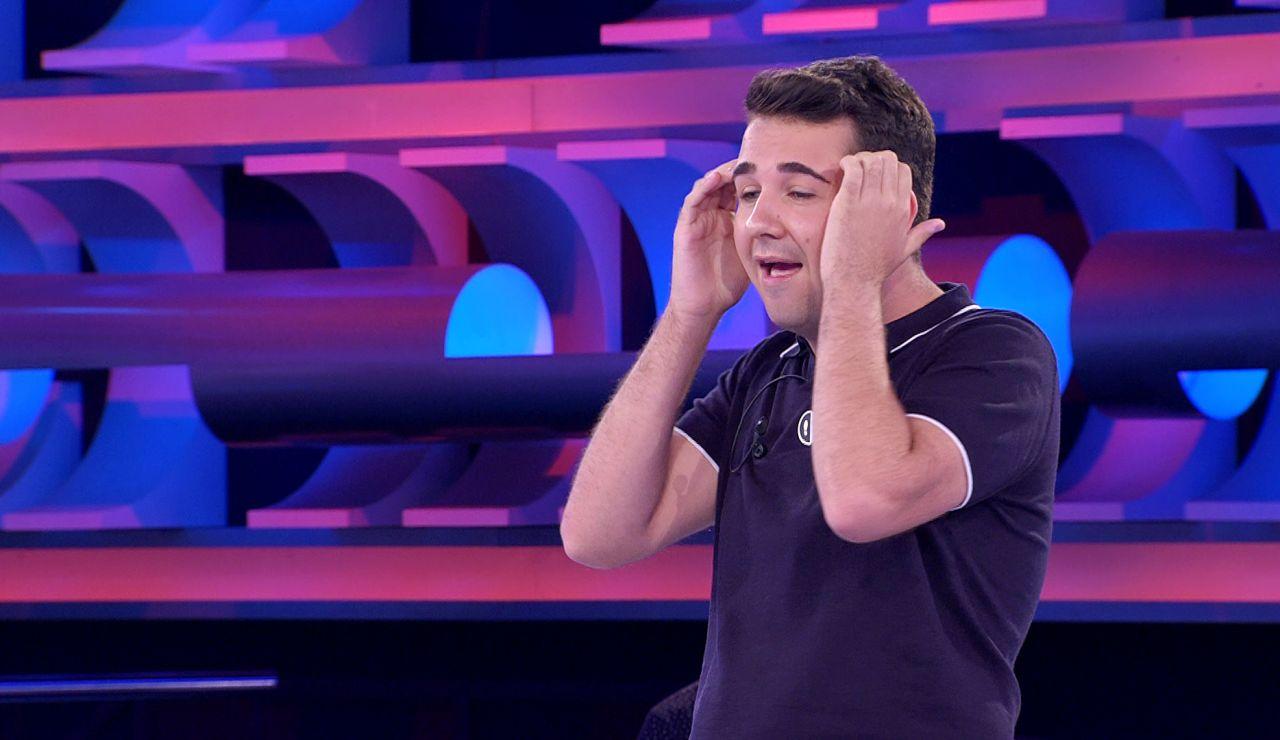 El fallo de Junior que deja una 'loquísima' nueva versión de Joan Manuel Serrat y una esperpéntica caída