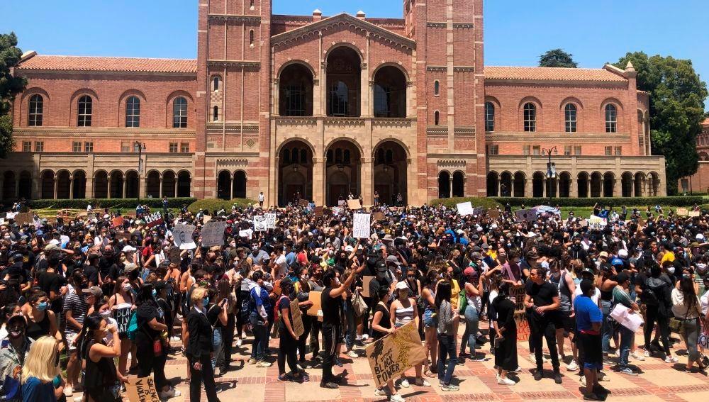 Concentración pacífica por el asesinato de George Floyd en Los Ángeles