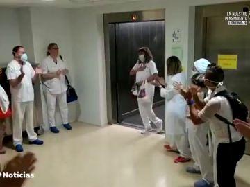 Recibimiento a una enfermera de la UCI de Igualada