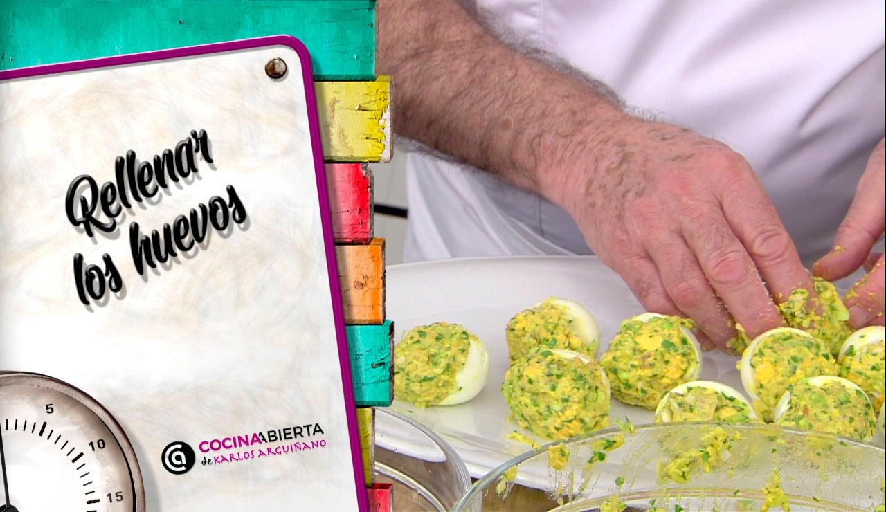 """""""¡Atentos a la jugada!"""", el truco definitivo de Karlos Arguiñano para rellenar huevos de la forma correcta"""