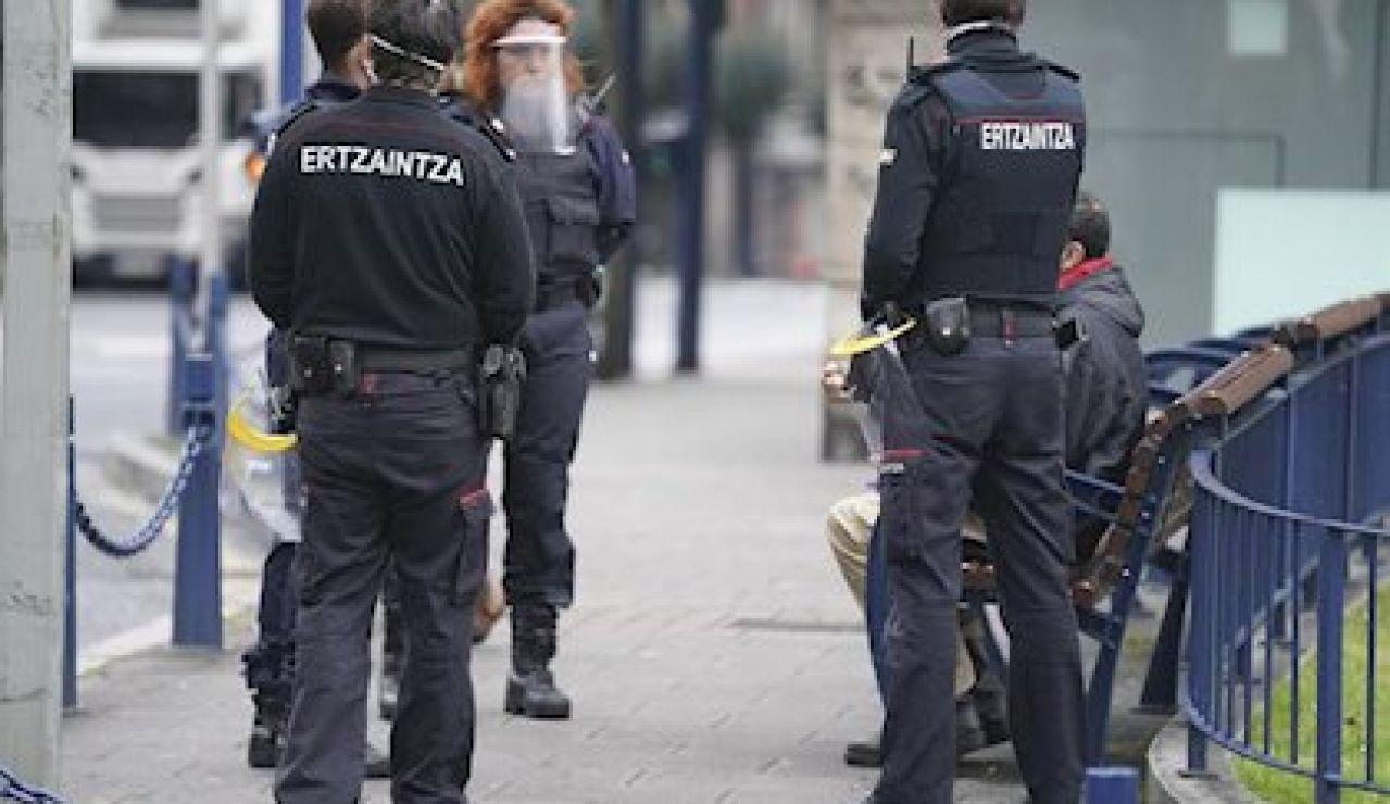 Efectivos de la Ertzaintza en Bilbao