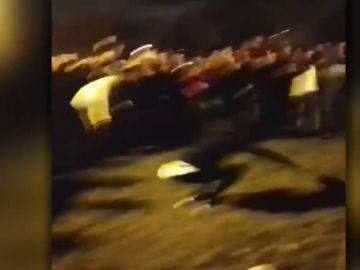 """Más de 400 jóvenes se reunieron en Pamplona al grito de  """"San Fermín, San Fermín"""" incumpliendo el estado de alarma"""