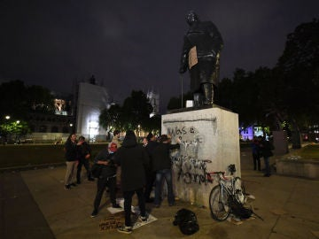 "Lewis Hamilton pide derribar todas las estatuas que conmemoren a ""racistas"""